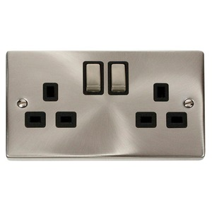 Scolmore Deco Ingot Switched Socket Outlet with Twin Earth 2-Gang 2-Pole 13A Satin Chrome/Black