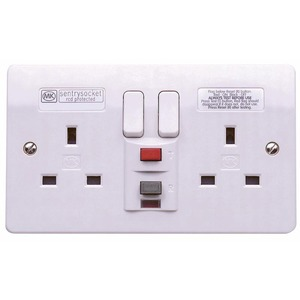 MK Electric Metalclad Plus Passive Circuit RCD Protected Socket 2-Gang 13A 30mA White